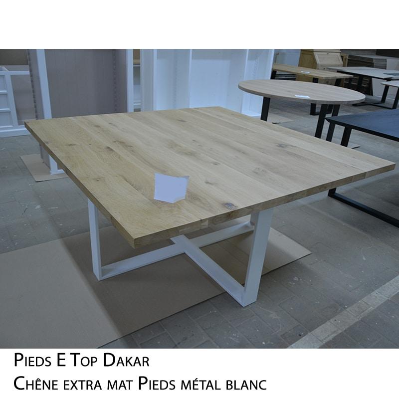 Table carrée bois massif pieds métal design brut épuré sur mesure