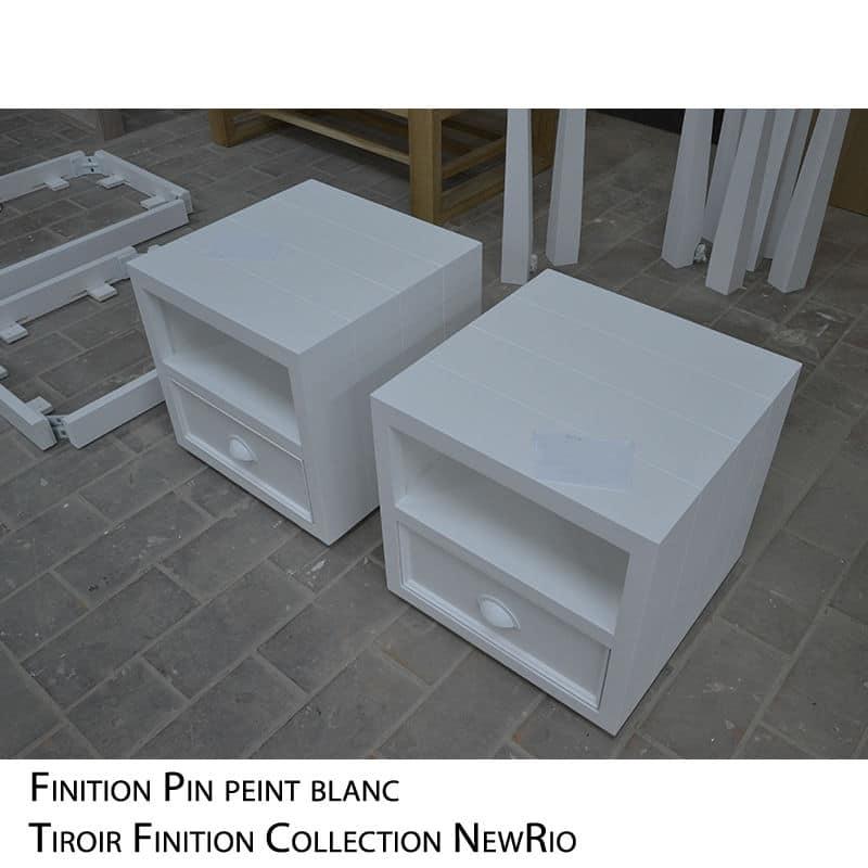 Table de nuit en bois blanc